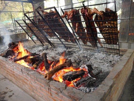 Tomas Jofre, Argentina: Cocinando el asado