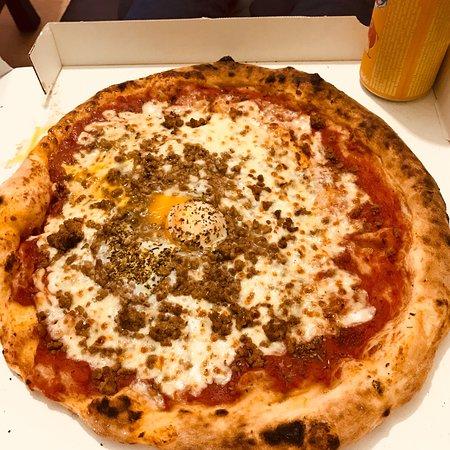 Pizza Cesar: Pizza margherita supplément viande hachée et œuf mon péché !!!