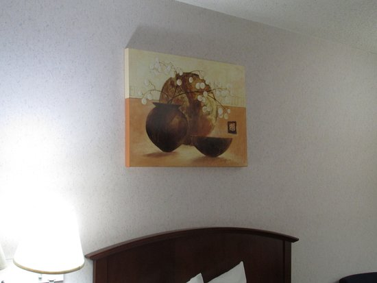 Franklin, OH: Had one of these pictures fall on me at another Days Inn