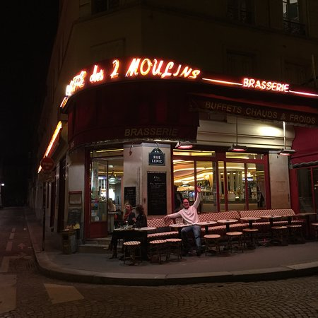 Cafe Moulin Hours