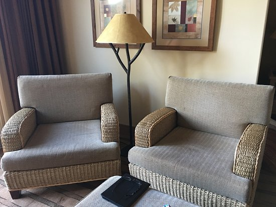 Cle Elum, WA: Chairs in our room - needs a side table and pillows for comfort!