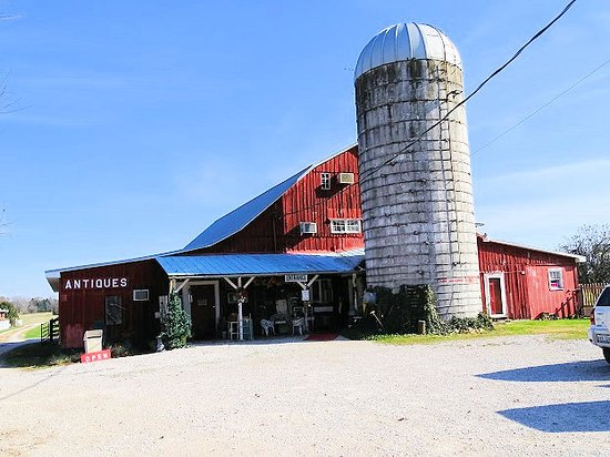 Bennie's Barn Antique Mall