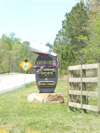 Ashton Creek Vineyard: Sign