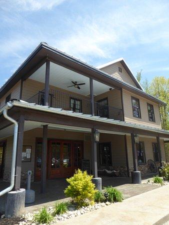 Ashton Creek Vineyard: Tasting Building
