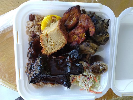 Gun Bay, Grand Cayman: BBQ Ribs...Jerk Chicken