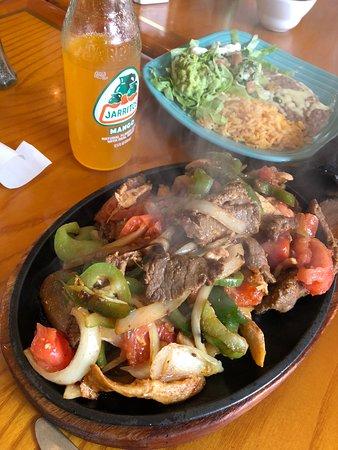 Saint Marys, PA: Delicious mixed fajitas! So hot and sizzling!