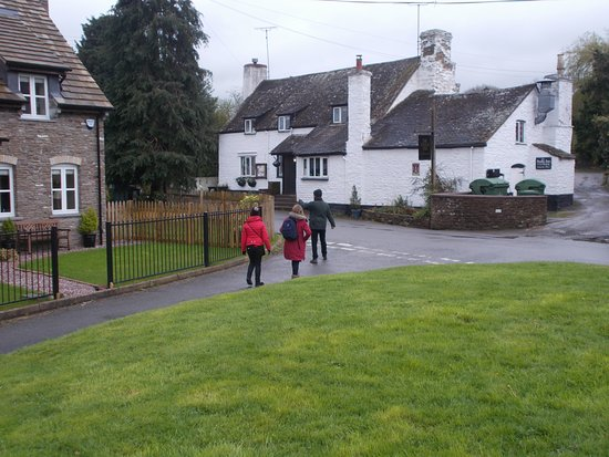 Dorstone, UK: Making a beeline for the pub from our rented cottage.