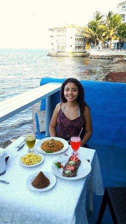 Niko's Restaurant: Cena al lado del mar con el atardecer, perfecto!