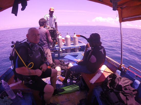 India Scuba Explorers: Dead calm perfect diving conditions. Me, Ansul and the boat guys.