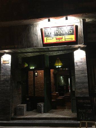 Warning Pub
