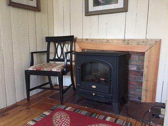Arlington, VT: Ira Allen Suite sitting room