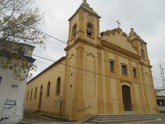 Santa Vitoria do Palmar, RS: Igreja em frente a Praça General Andréa