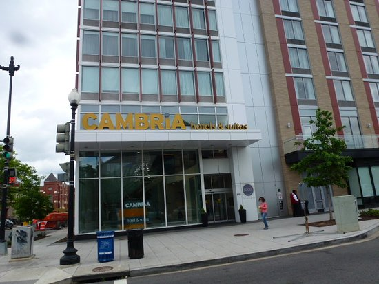 Cambria Hotel Washington D.C. Convention Center: Typical Corner Hotel.