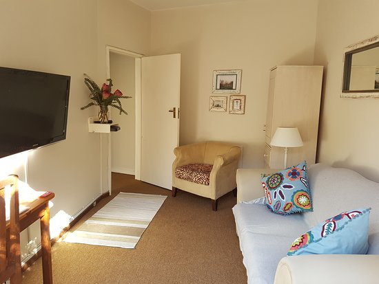 Kenilworth, South Africa: Lounge of 2 room Self- Catering Flat