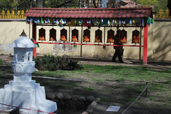 Buddhist Temple Datsan Gunzechoinei: небесные барабаны