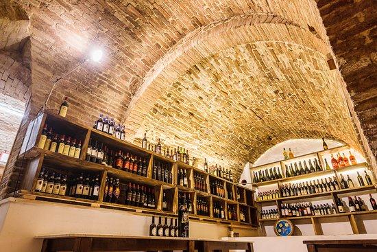 La nostra collezione di vini per soddisfare ogni gusto - Our collection of wines