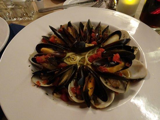 Red Raven Restaurant: Essen