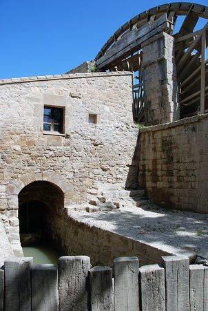 Sástago, España: Ancien système de pompage de l'eau au fond du tunnel