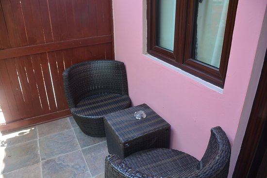 Hotel Palma Royale: The small patio outside our ground floor room