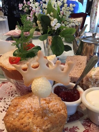 Annabelle's Tea Room and Restaurant: A wee crown on the day Prince Louis was born!