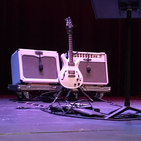 Mamaroneck, NY: The guitar on stage before the Suzanne Vega show