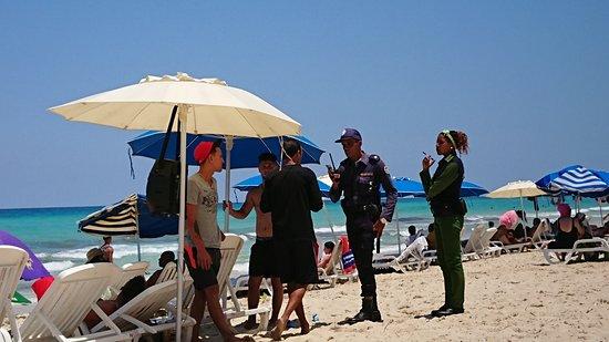 Santa Maria del Mar: 大音量で音楽を流していたら…警官が来て罰金!おやじかなり反抗してた。