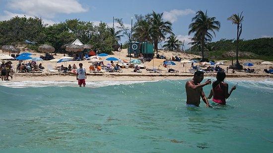 Santa Maria del Mar: 白いビーチがきれい