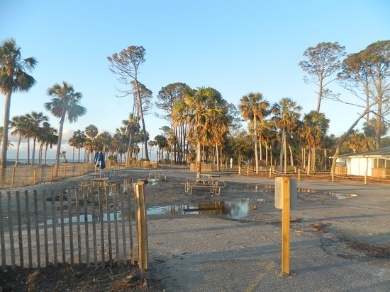 Hunting Island State Park Campground: Parking area next to store