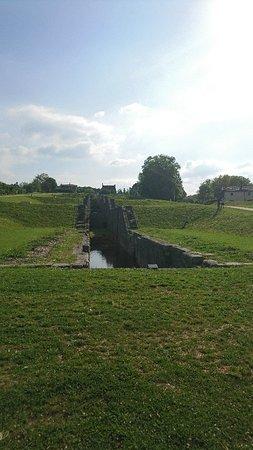 Rogny-les-Sept-Ecluses, ฝรั่งเศส: DSC_0026_large.jpg