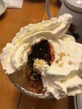 Borup, Danemark : Grim Anretning af æblekage hos Malerklemmen