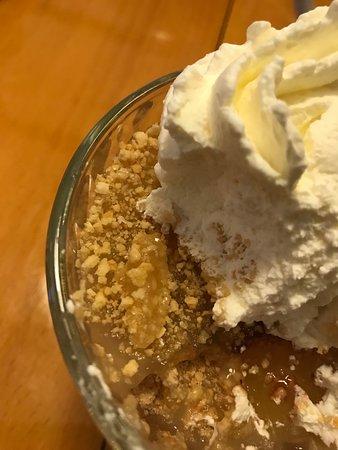 Borup, Danemark : Anretning af æblekage hos Malerklemmen