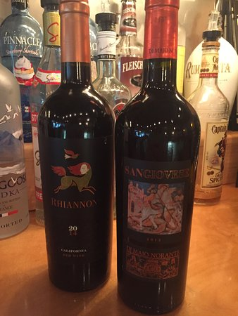 Ocean Pines, MD: Large selection of wines by the bottle!!