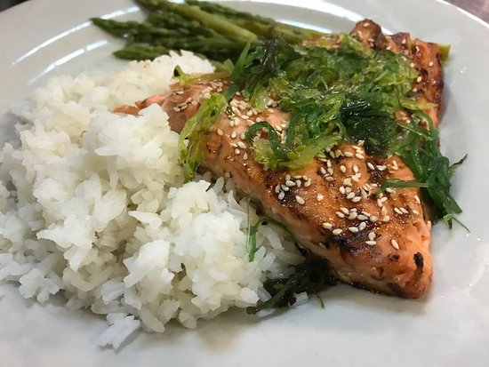 Ocean Pines, MD: Sesame Crusted Salmon Dinner Special
