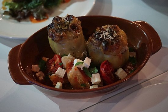 Ανεμόμυλος: Traditional greek stuffed peppers
