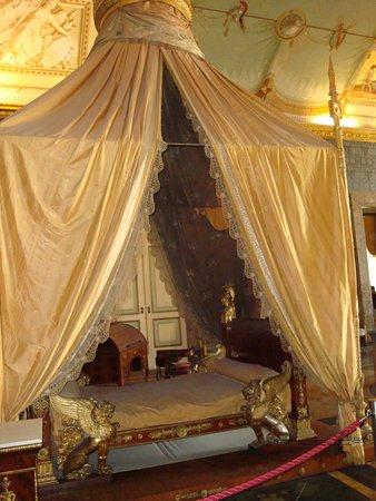 Il letto con baldacchino di Francesco II - Reggia di Caserta - Foto ...