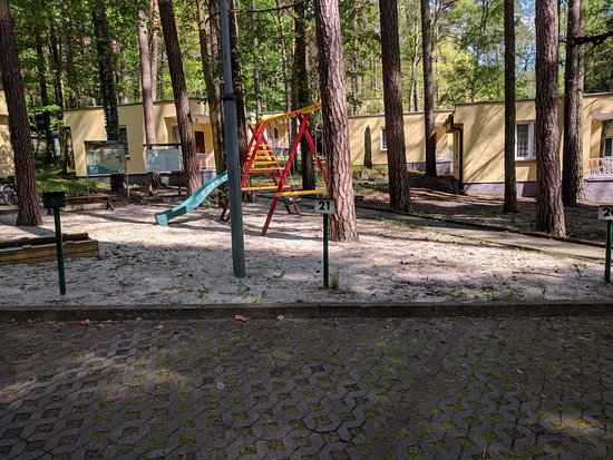 Lubniewice, Polen: Plac zabaw pomiędzy domkami