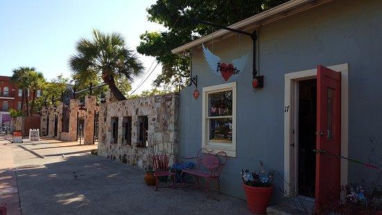 La Villita Historic Arts Village : La Villita