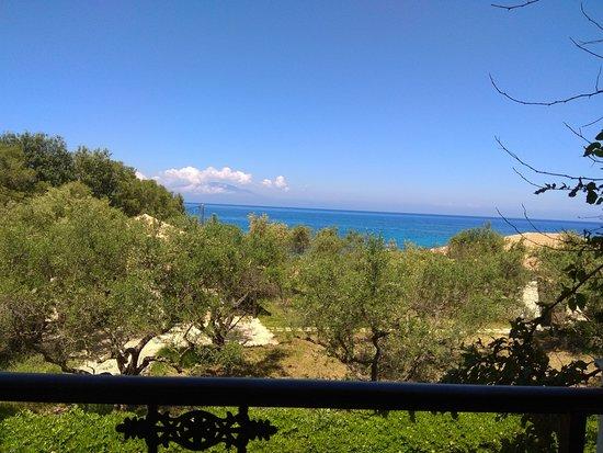 Meso Gerakari, Greece: uitzicht op de zee!