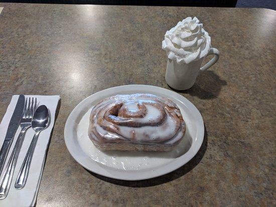 Grandville, MI: Plate sized sweet roll