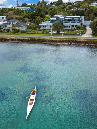 بريكفاست أون ذا بيتش: Kayaking in the front yard!