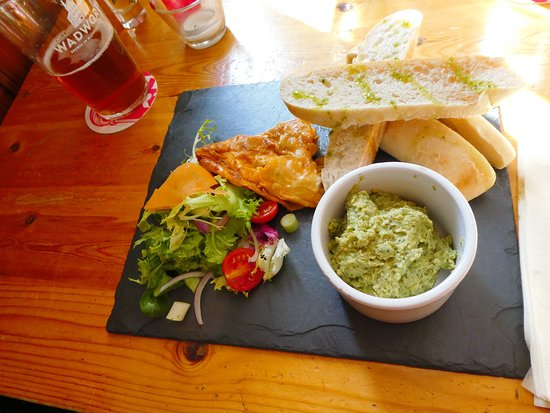Dinton, UK: Auch das Brot mit dem Dip hat gut geschmeckt