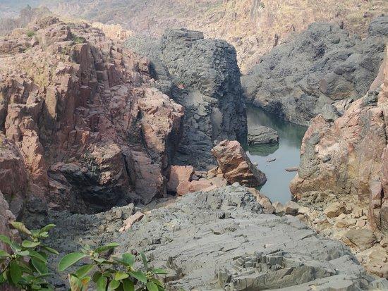 Raneh Falls: Lake on crater