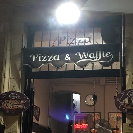 Pizza and Waffle照片