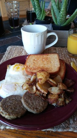 Harmony Hill Bed and Breakfast: Country-style breakfast