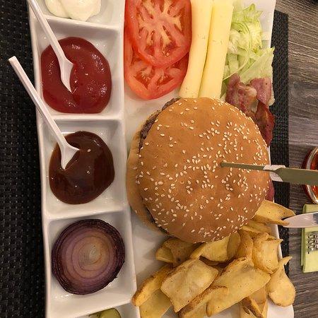 Leo's Hamburgeria: photo0.jpg