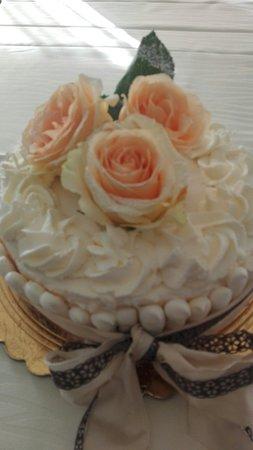 Dogana, Σαν Μαρίνο: Torta di compleanno, crema chantilly e fragole!