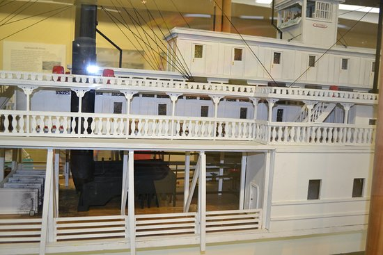 Marion, AR: Another view of the model of the Sultana. This view shows the boiler.