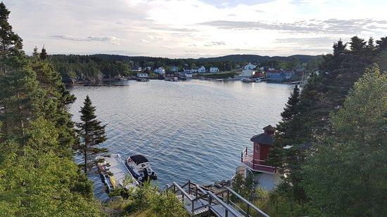 Eastport, Канада: Restaurant overlooks the bay
