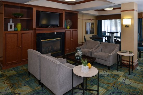 Holiday Inn Express Hotel & Suites Milwaukee-New Berlin: Property amenity
