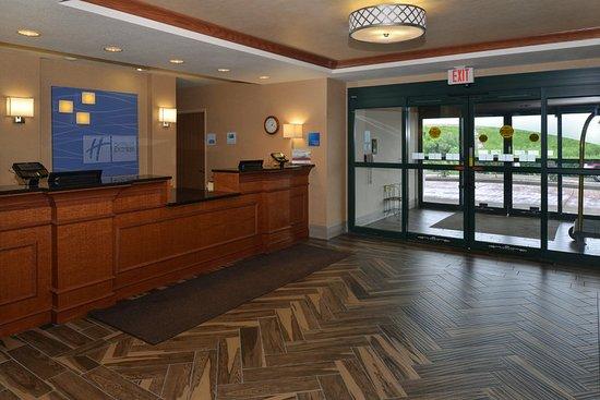 New Berlin, Wisconsin: Lobby
